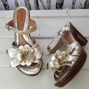 2ab444ddae111 Born women39s metallic gold leather flower sandals Size 8 In great